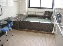 広々と足を伸ばして入浴可能。